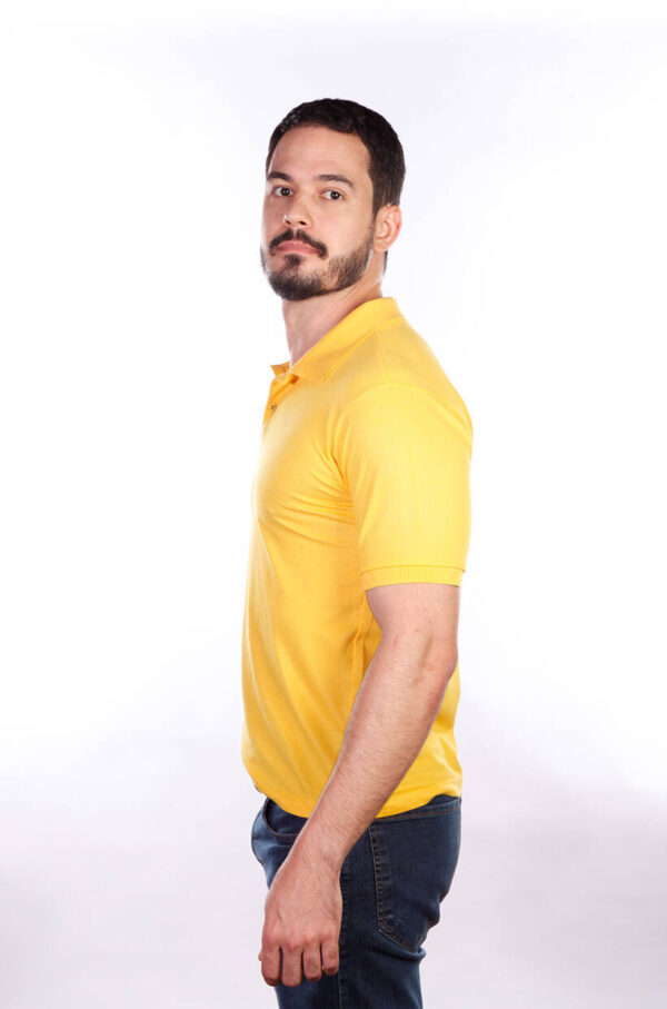 camisa-polo-para-empresa-classica-masculina-amarela-lado-2