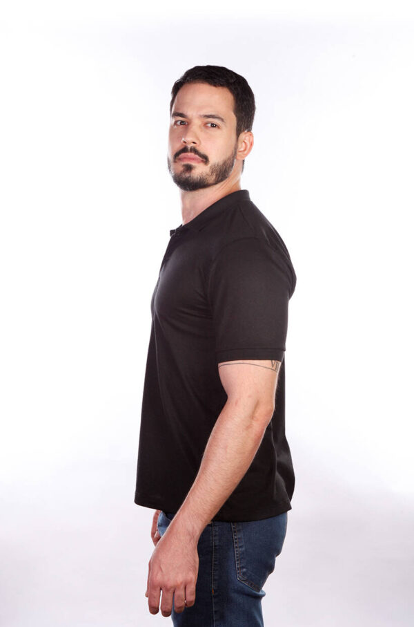 camisa-polo-para-empresa-classica-masculina-preta-lado-2