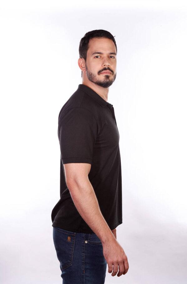 camisa-polo-para-empresa-classica-masculina-preta-lado