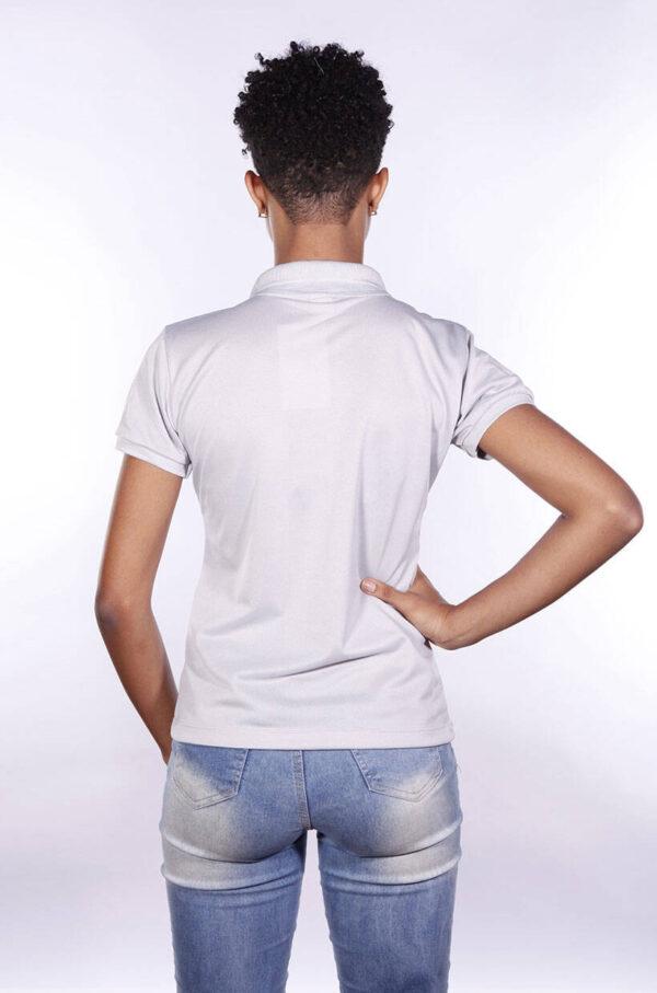 camisa-polo-para-empresa-poliester-feminina-cinza-claro-costas