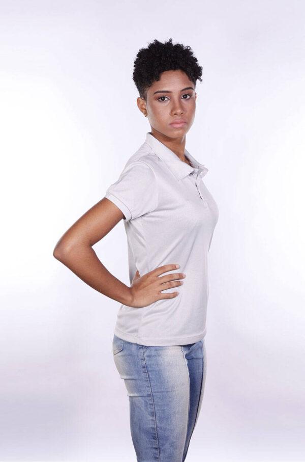 camisa-polo-para-empresa-poliester-feminina-cinza-claro-lado