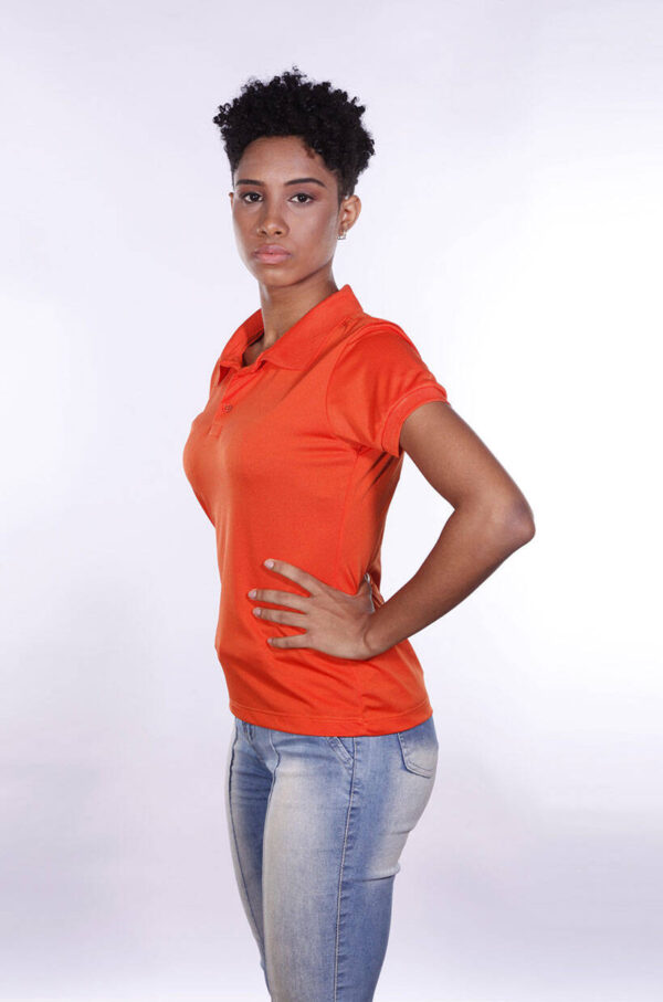 camisas-polo-para-empresa-poliester-feminina-laranja-lado