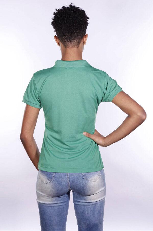 camisa-polo-para-empresa-poliester-feminina-verde-bandeira-costas