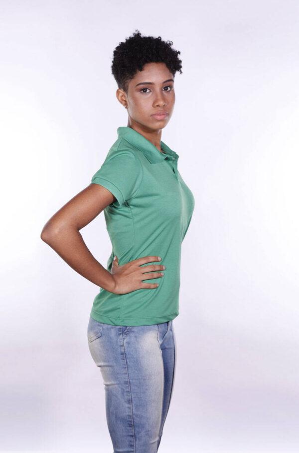 camisa-polo-para-empresa-poliester-feminina-verde-bandeira-lado-2