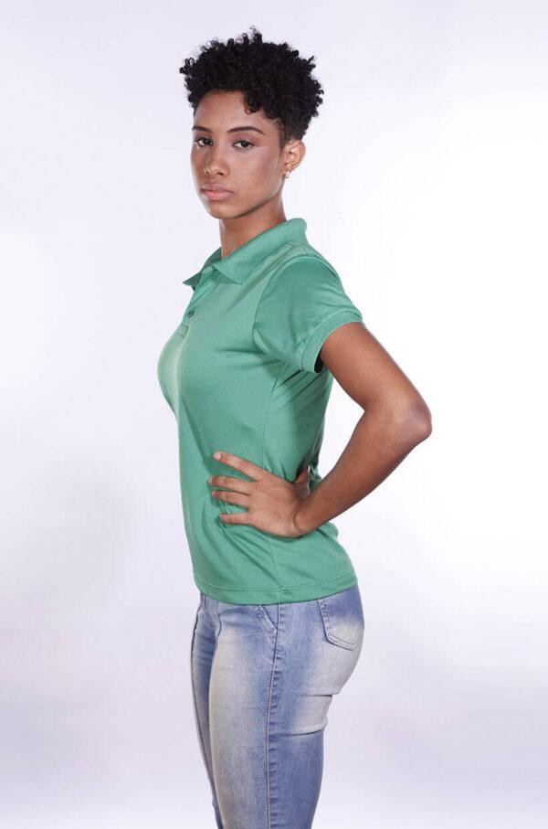 camisa-polo-para-empresa-poliester-feminina-verde-bandeira-lado