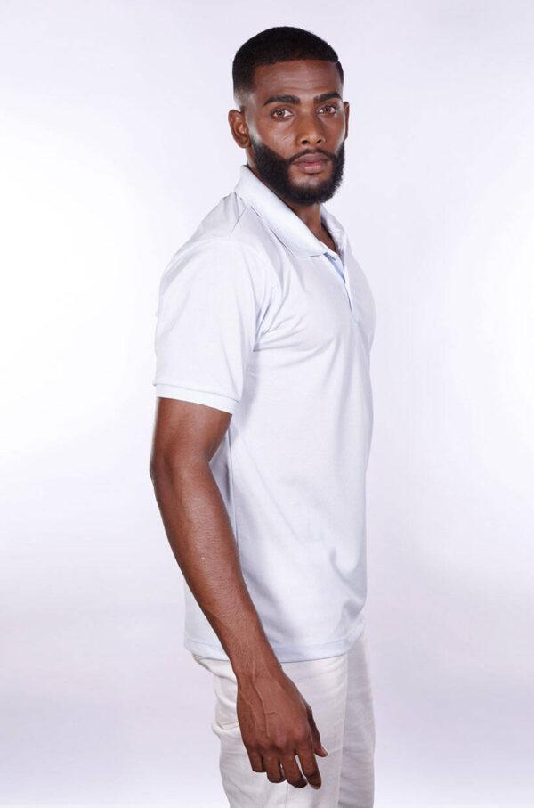 camisa-polo-para-empresa-poliester-masculina-branca-lado