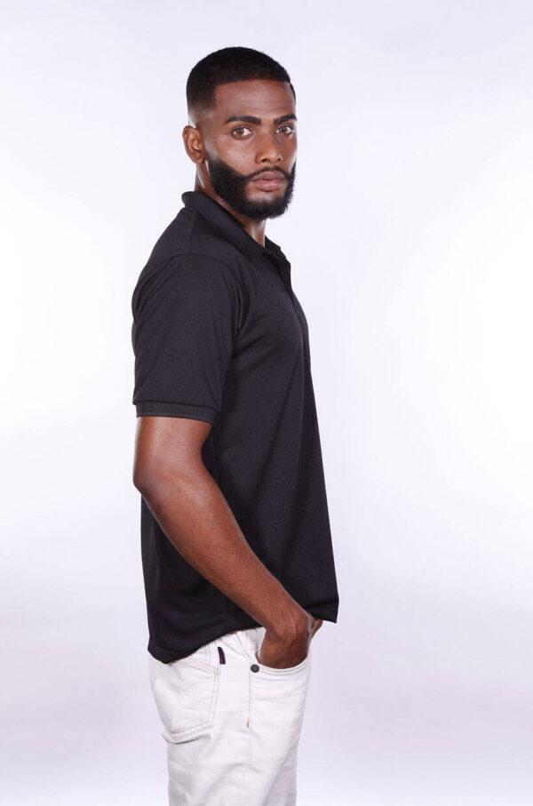 camisa-polo-para-empresa-poliester-masculina-preta-lado-2
