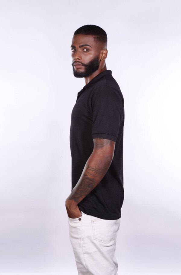 camisa-polo-para-empresa-poliester-masculina-preta-costas-lado
