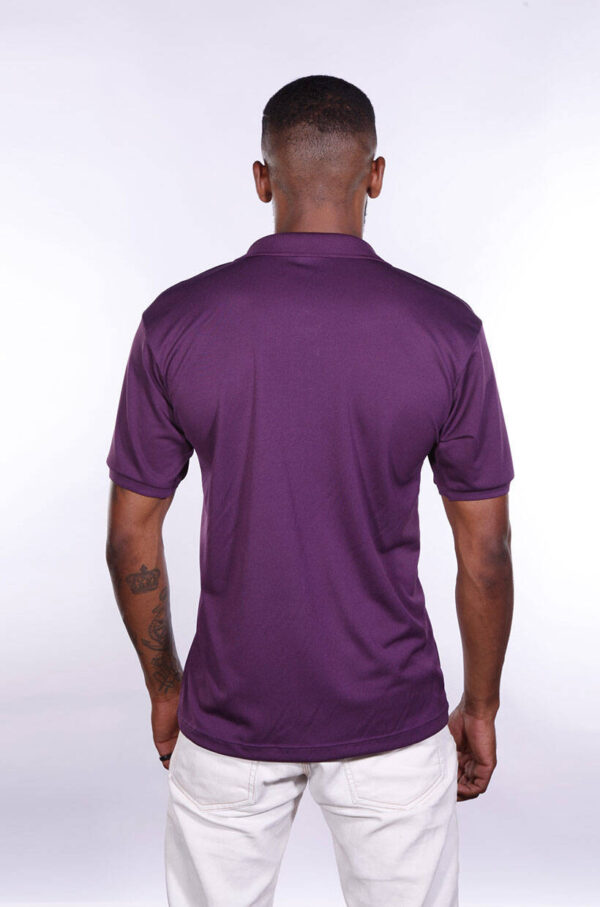 camisa-polo-para-empresa-poliester-masculina-roxa-costas