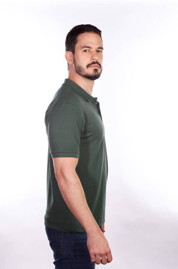 camisa-polo-para-empresa-masculina-verde-musgo-lado-2