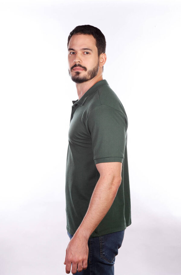 camisa-polo-para-empresa-masculina-verde-musgo-lado